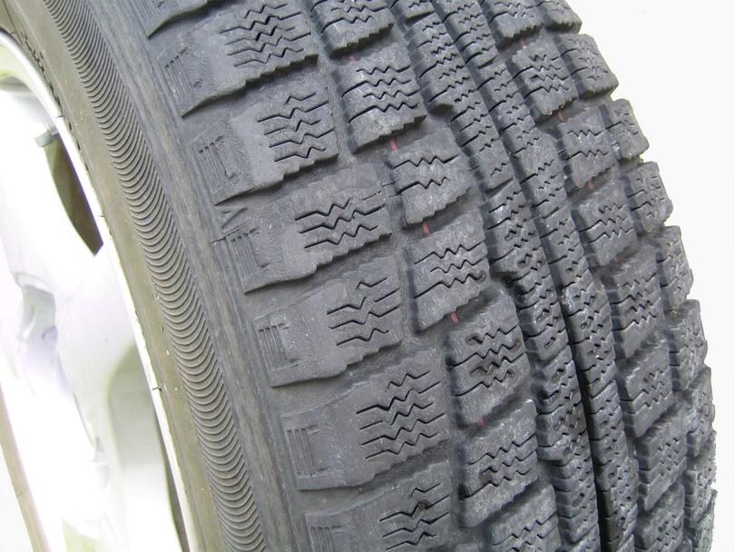 【保存版】車のタイヤ「スタッドレスタイヤの寿命と使用範囲の関係」まとめ